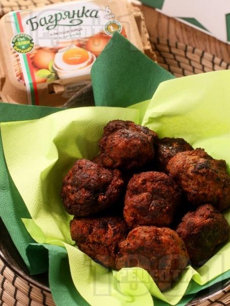 Вкусни и сочни пържени кюфтета - класическа рецепта за пухкави домашни кюфтета с яйца Багрянка - снимка на рецептата